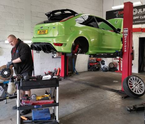 Brakes on Green Ford Focus RS